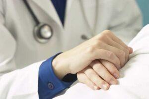 Mais da metade dos médicos recém-formados foi reprovada no teste do Cremesp