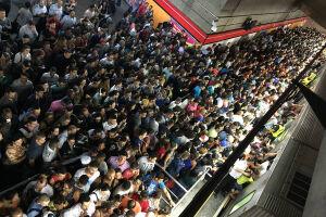 Os passageiros do metrô paulista enfrentaram uma série de problemas no sistema durante a semana