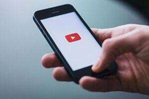 Usuários passam 1 bilhão de horas por dia no YouTube