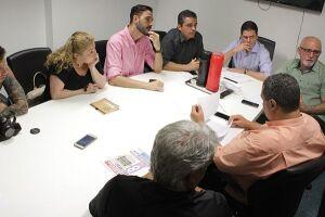 Vereadores e membros do Observatório Santista trocam informações que podem gerar nova lei e até denúncia contra Paulo Alexandre