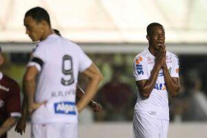 Ricardo Oliveira e Copete não conseguiram marcar e a Ferroviária venceu o Santos na Vila