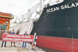 Conferentes registraram protestos no Porto de Santos onde informaram a greve contra o Grupo Rodrimar