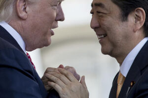 Donald Trump se encontrou com o primeiro-ministro japonês, Shinzo Abe
