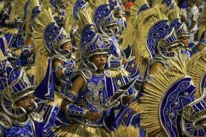Desfile da Vai-Vai no segundo dia de apresentações das escolas de samba do Grupo Especial paulista
