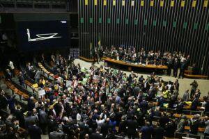 A Câmara aprovou o projeto de 1998 que libera a terceirização ampla