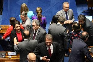 O Senado tem 81 parlamentarese, para instalar, uma CPI é necessário o mínimo de 27 assinaturas