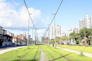 Segundo os moradores, as obras do VLT fecharam galerias pluviais existentes, o que prejudica o escoamento da água. Outra reclamação é a mudança de lugar da feira livre