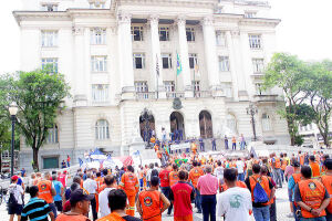 A exemplo do que ocorreu no dia 15 deste mês, as manifestações e paralisações também serão realizadas em Santos e região da Baixada Santista e Litoral Sul