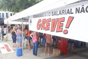 Em greve desde o dia 9, parte dos servidores de Santos retornou ao trabalho nesta terça-feira, acatando decisão judicial