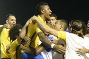 Paulinho marcou três vezes no show do Brasil
