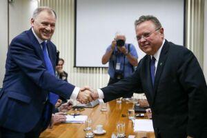 Comissário para Saúde e Segurança Alimentar da União Europeia (UE), Vytenis Andriukaitis, e o ministro da Agricultura, Blairo Maggi