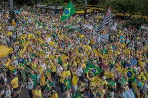 Os atos na avenida Paulista começaram com discurso e hino nacional