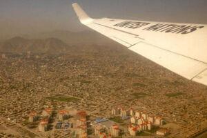 Avião das Nações Unidas sobrevoa província de Herat, no Afeganistão