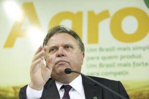 """O ministro da Agricultura, Blairo Maggi, defendeu hoje (18) em Cuiabá o sistema de inspeção agropecuária brasileiro e disse que a fiscalização é """"forte, robusta e séria"""""""