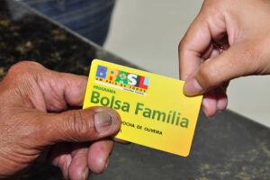 O governo vai lançar, no fim deste mês, um pacote de medidas de inclusão produtiva para os beneficiários do Bolsa Família
