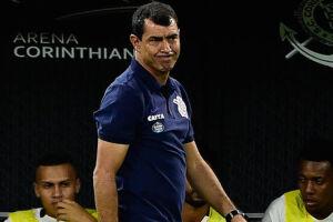 Técnico do Corinthians tenta administrar a condição física do seu elenco para aguentar a sequência de jogos