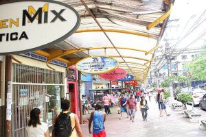 Os 53 ambulantes da região central terão de circular pelas ruas diariamente e padronizar carrinhos dos produtos