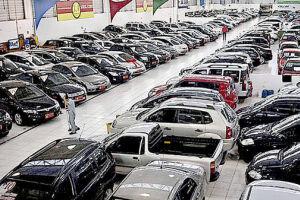 O mercado de carros novos deu sinais de reação em março e deve fechar o mês com vendas acima de 180 mil unidades