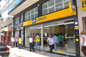 No início do mês, os Correios anunciaram o fechamento de 250 agências, de 6.511 próprias no país