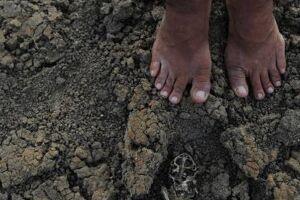 Mais de 800 crianças com menos de cinco anos morrem diariamente de diarreia porque não têm acesso à água potável