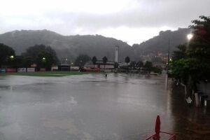 Chuva causa estragos e faz Santos cancelar treino no CT Rei Pelé