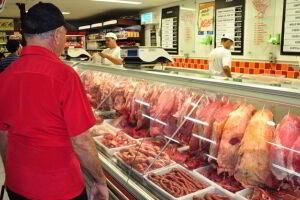 A Suíça ampliou a proibição de importação de carne de quatro para os 21 frigoríficos