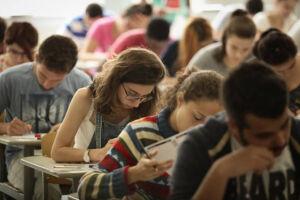 Mais de 900 cursos universitários que tiveram notas baixas nos indicadores do Enade 2015