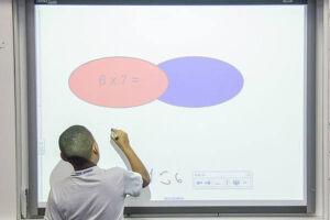 As lousas digitais já são uma realidade há mais de dois anos e estão presentes em todas as salas de aula