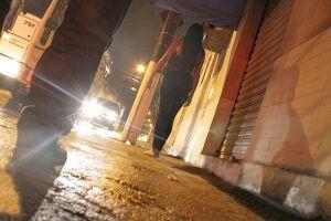 Mulheres são perseguidas à noite pelas ruas do Paquetá, Mercado e outros bairros da área central de Santos