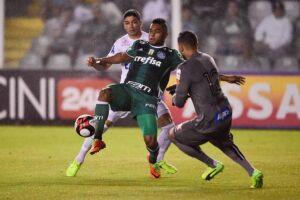 Em sua primeira vitória na Vila Belmiro desde 2011, o time alviverde ganhou do Santos por 2 a 1