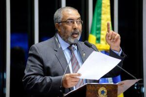 Senador Paulo Paim foi quem protocolou o pedido da CPI e depois leu o requerimento no plenário do Senado