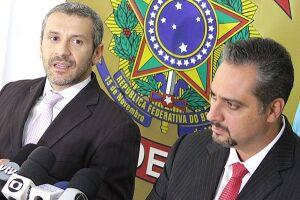 Os delegado Valdemar Latance Neto e Júlio César Baida Filho concederam entrevista coletiva na tarde de desta quarta-feira (22)