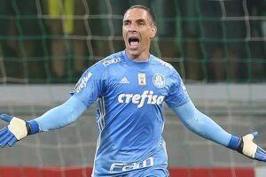 O goleiro Fernando Prass fechou o gol contra o Santos e teve grande atuação