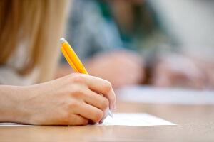 A educação profissional gera benefícios para a economia como um todo e pode aumentar a produtividade do país