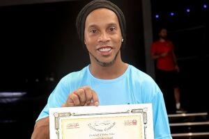 Ronaldinho está em Dubai para um compromisso comercial