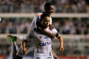 O primeiro gol foi marcado pelo centroavante Ricardo Oliveira