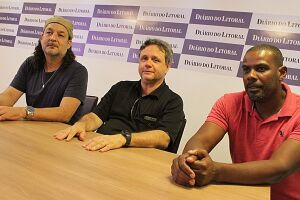 Presidente do Sindest Fábio Pimentel (ao centro) e diretores Beto Santos (à esq) e Josias Aparecido da Silva, estiveram na redação do DL, para informar sobre  a greve