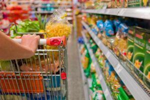 A queda no preço dos alimentos, que ficaram mais baratos em fevereiro, levou a inflação ao menor patamar para o mês desde 2000