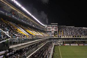 """A Vila Belmiro será palco de um """"caldeirão"""" para o jogo do Santos contra o The Strongest, da Bolívia, nesta quinta-feira, pela segunda rodada da fase de grupos da Libertadores"""