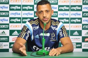 Vitor Hugo corre o risco de desfalcar o Palmeiras na parte decisiva do Campeonato Paulista