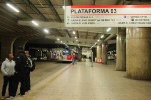 A cidade de São Paulo amanheceu sem metrô, trens e ônibus nesta sexta-feira (28)