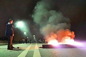 Manifestantes fecharam a Rodovia Cônego Domênico Rangoni, sentido Guarujá, por volta das 5 horas de ontem