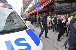 A polícia esteve no local no sábado (8), realizando uma operação em que várias pessoas foram detidas