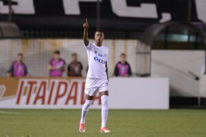 Bruno Henrique acertou belo chute e abriu o placar para o Santos