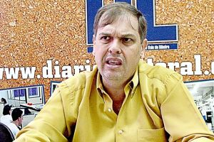 """""""O número de funcionários que ganham acima de dois dígitos (R$ 10 mil) é imenso"""", afirma o vereador Antonio Carlos Banha Joaquim"""