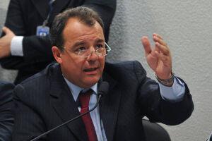 Sérgio Cabral é acusado de receber R$ 16,4 milhões da empresa de materiais médicos Oscar Iskin