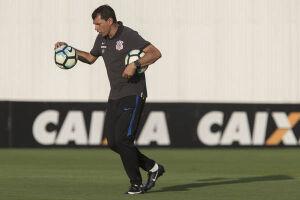 Carille espera um jogo com muito embate físico em Porto Alegre