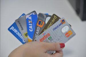 A taxa de juros do rotativo do cartão de crédito voltou a subir em março