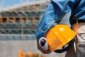 Indústria da construção teve queda menos intensa em março