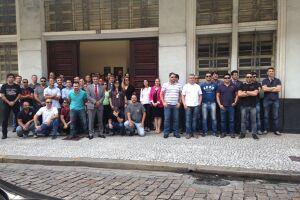 A manifestação ocorreu em frente à Delegacia da Polícia Federal no Centro de Santos